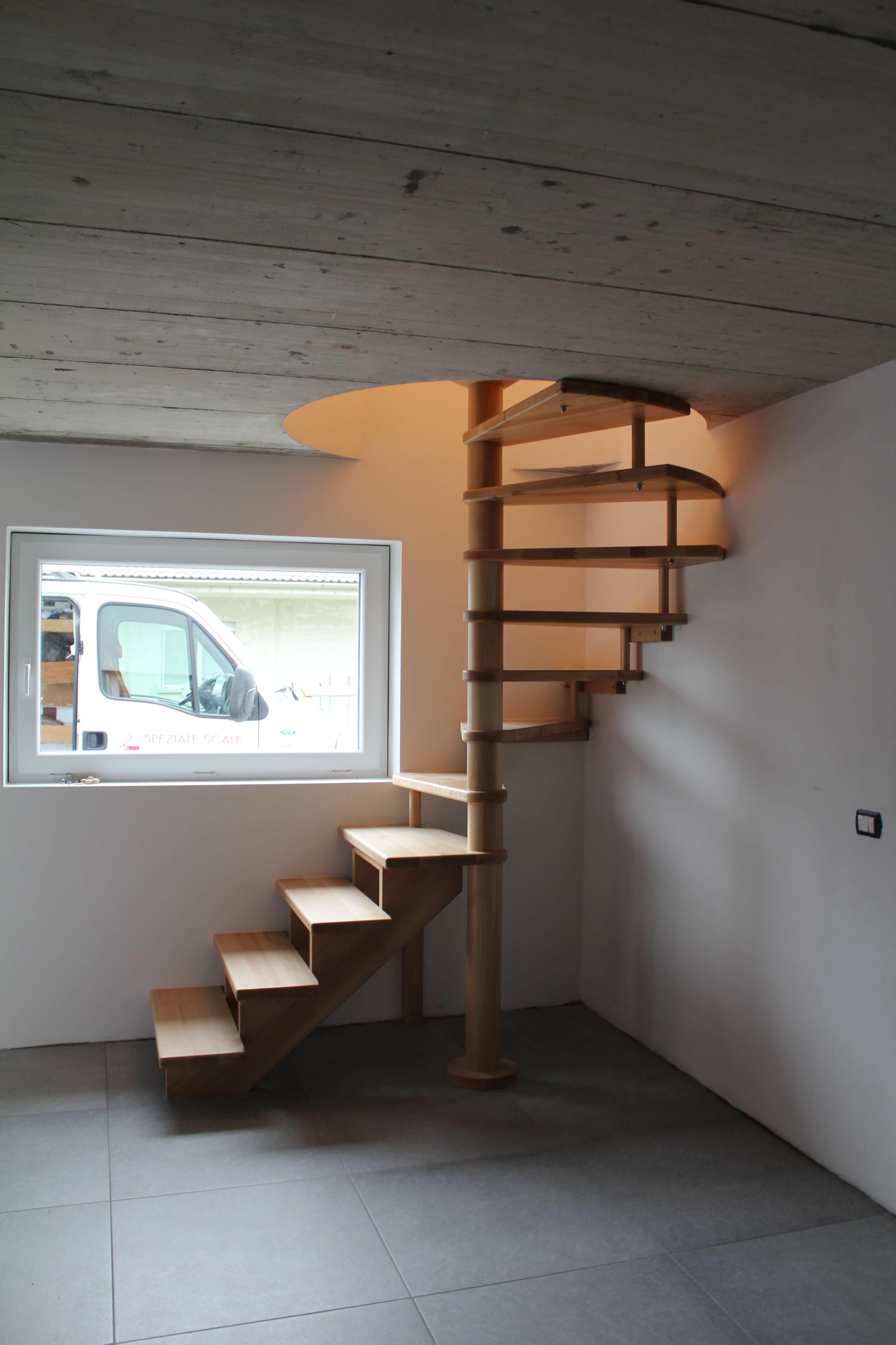 Come rubare poco spazio alla casa la scala a chiocciola - Scale a chiocciola a pianta quadrata ...