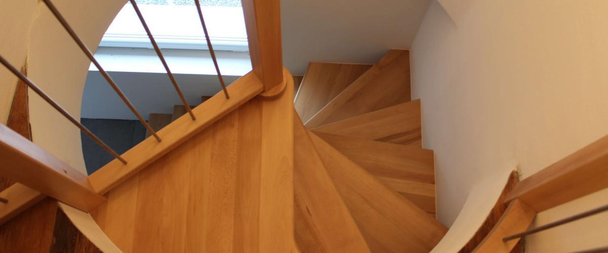 Come rubare poco spazio alla casa: la scala a chiocciola